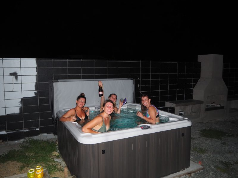 Hot tubbing in Leigh